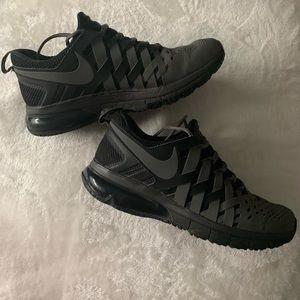 Nike Men's Finger Trap Sneakers
